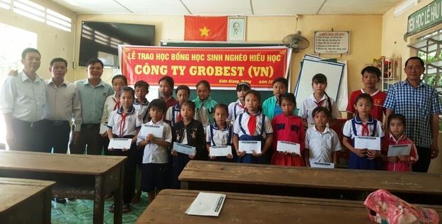 Grobest Việt Nam trao 60 suất học bổng đến học sinh nghèo ở Kiên Giang - 4