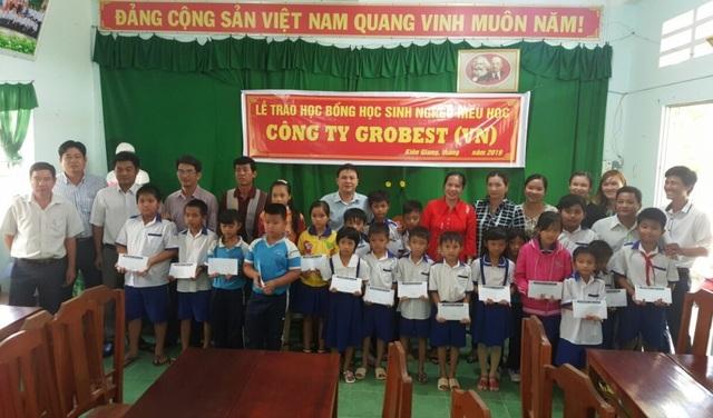 Grobest Việt Nam trao 60 suất học bổng đến học sinh nghèo ở Kiên Giang - 2