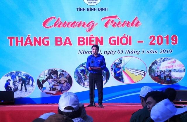 Bình Định: Công an, bộ đội, thanh niên, học sinh nhặt rác làm sạch biển - 1