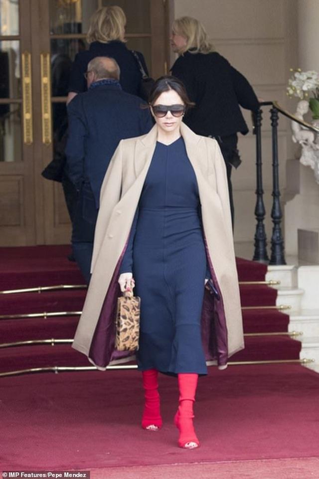 Victoria Beckham và con trai nổi bật tại tuần lễ thời trang Paris - 2