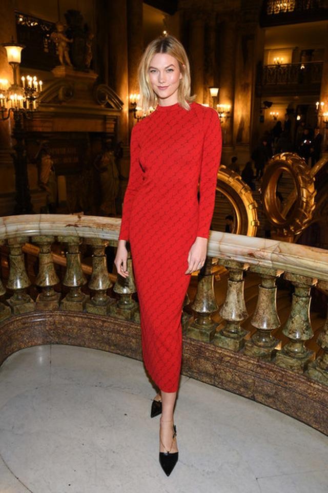 Karlie Kloss nổi bật tại tuần lễ thời trang Paris với chiều cao 1,88m  - 3