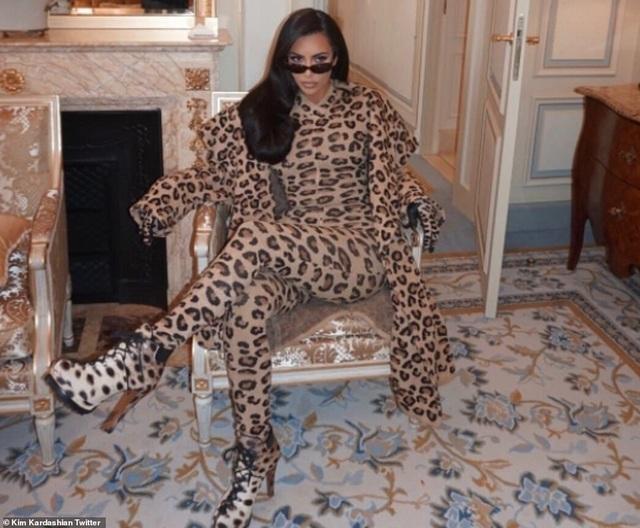 Kim Kardashian bị chê khi mặc nguyên cây đồ da báo - 6