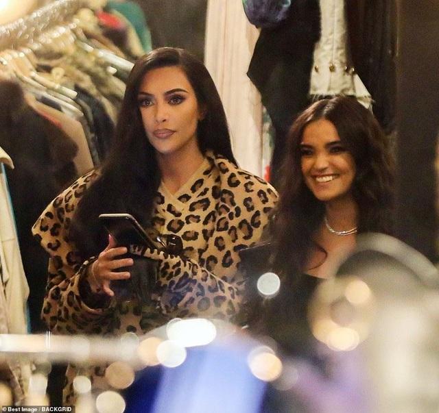 Kim Kardashian bị chê khi mặc nguyên cây đồ da báo - 2