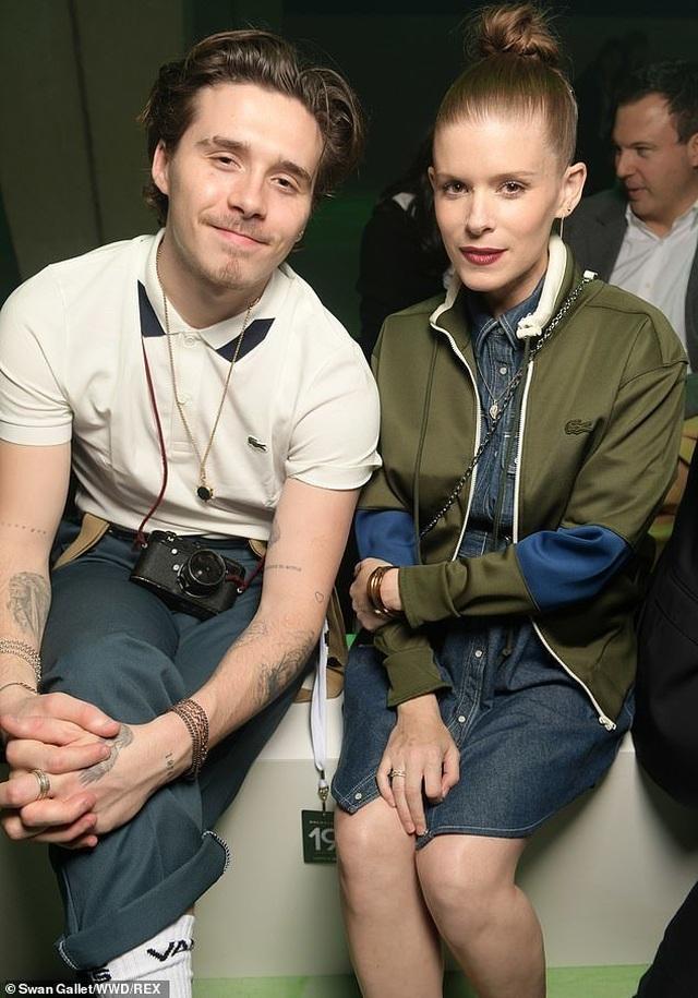 Victoria Beckham và con trai nổi bật tại tuần lễ thời trang Paris - 4