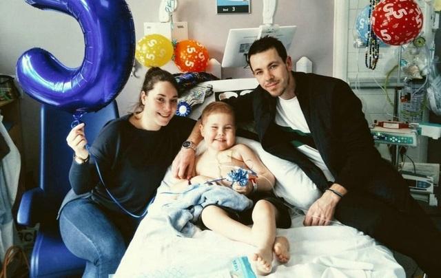 5000 người xếp hàng trong mưa chờ hiến tạng cho cậu bé ung thư bạch cầu - 5