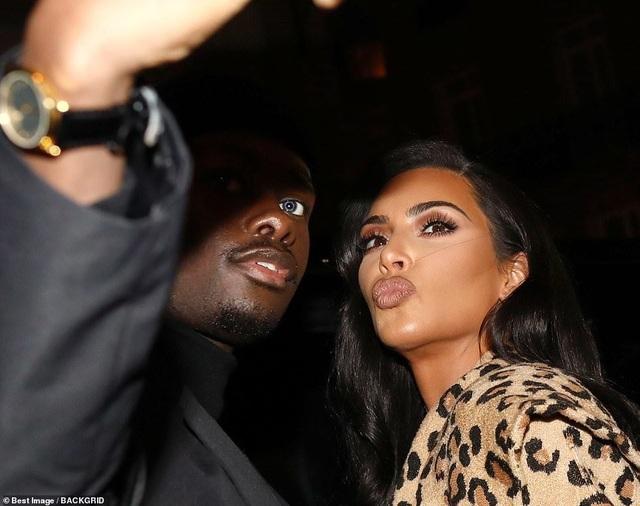 Kim Kardashian bị chê khi mặc nguyên cây đồ da báo - 5