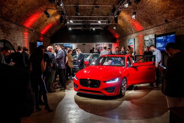 Tata Motors bác bỏ tin đồn bán Jaguar và Land Rover - 1