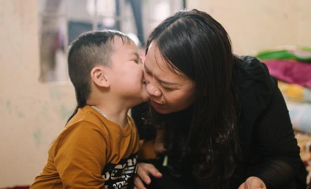 Kỳ lạ em bé người Việt sinh ra chỉ nói tiếng Anh - 1