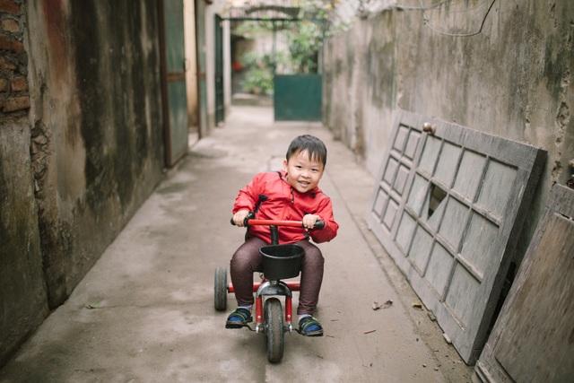 Kỳ lạ em bé người Việt sinh ra chỉ nói tiếng Anh - 2
