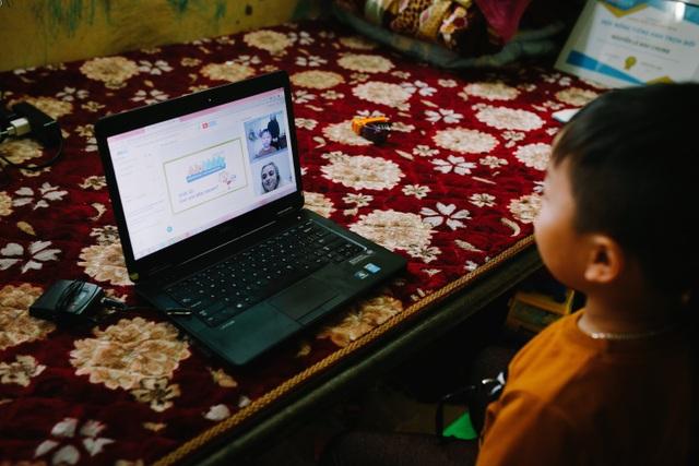 Kỳ lạ em bé người Việt sinh ra chỉ nói tiếng Anh - 3