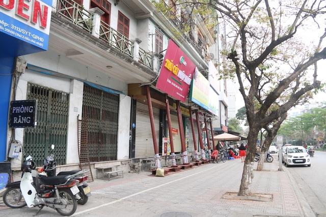 Hà Nội: Nhiều ngôi nhà bất ngờ chống nạng trên đường Đào Tấn - 2