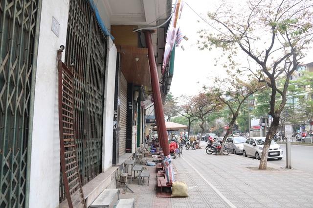 Hà Nội: Nhiều ngôi nhà bất ngờ chống nạng trên đường Đào Tấn - 3
