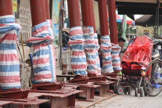 Hà Nội: Nhiều ngôi nhà bất ngờ chống nạng trên đường Đào Tấn - 5