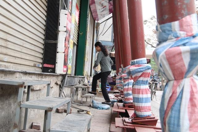 Hà Nội: Nhiều ngôi nhà bất ngờ chống nạng trên đường Đào Tấn - 6