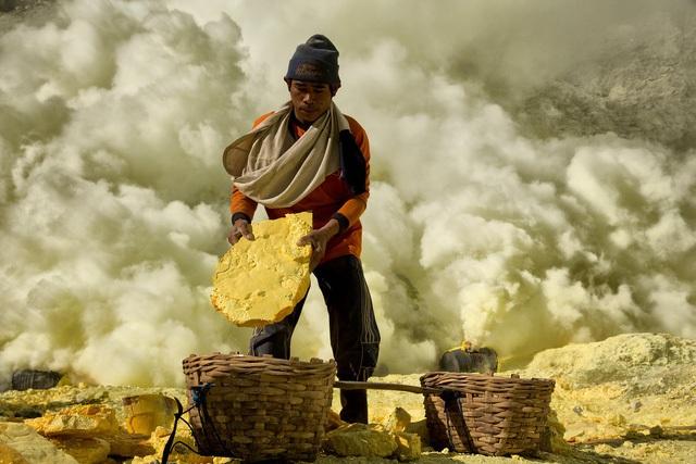 Hơn 8 triệu người đã chết bởi các điều kiện làm việc khắc nghiệt  - 2