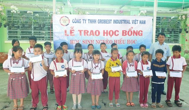 Trao 400 suất học bổng Grobest đến học sinh nghèo tỉnh Sóc Trăng - 4