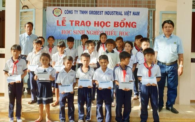 Trao 400 suất học bổng Grobest đến học sinh nghèo tỉnh Sóc Trăng - 5