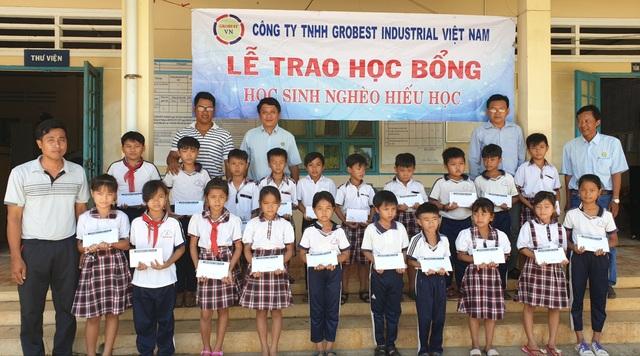 Trao 400 suất học bổng Grobest đến học sinh nghèo tỉnh Sóc Trăng - 6
