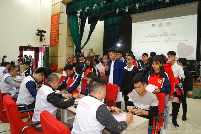 Giảng viên, sinh viên ĐH Công nghiệp Hà Nội hiến tặng gần 2000 đơn vị máu  - 5