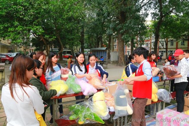 Giảng viên, sinh viên ĐH Công nghiệp Hà Nội hiến tặng gần 2000 đơn vị máu  - 8