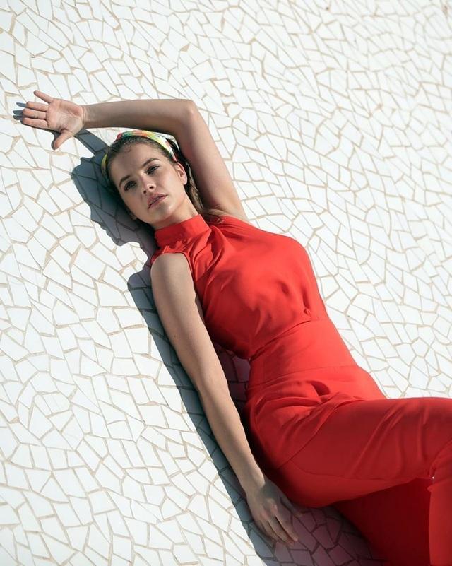 Barbara Palvin đẹp ngọt ngào trong bộ ảnh mới - 4