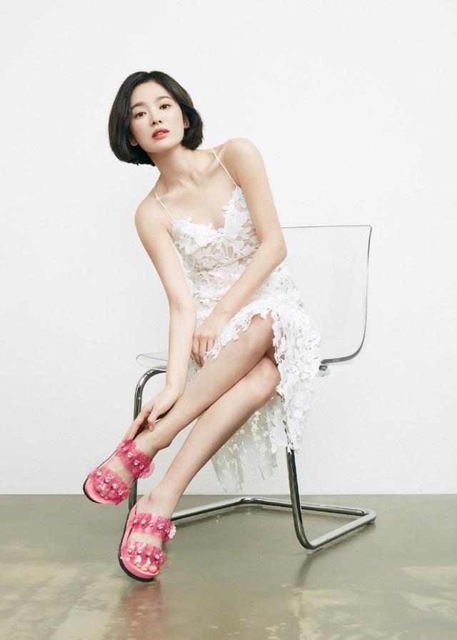 """Phớt lờ tin đồn ly hôn, Song Hye Kyo """"đốn tim"""" cư dân mạng với loạt ảnh đẹp lung linh - 10"""