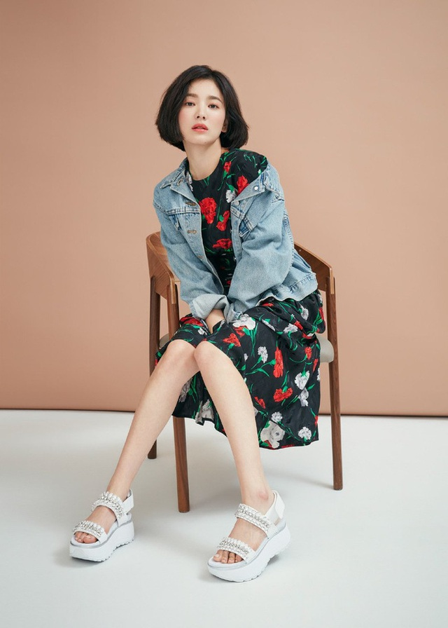 """Phớt lờ tin đồn ly hôn, Song Hye Kyo """"đốn tim"""" cư dân mạng với loạt ảnh đẹp lung linh - 8"""