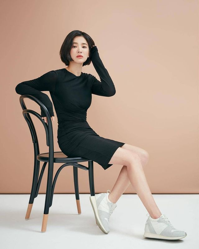 """Phớt lờ tin đồn ly hôn, Song Hye Kyo """"đốn tim"""" cư dân mạng với loạt ảnh đẹp lung linh - 16"""