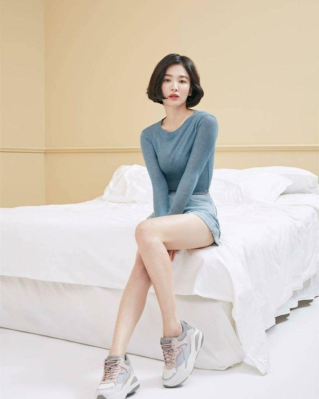 """Phớt lờ tin đồn ly hôn, Song Hye Kyo """"đốn tim"""" cư dân mạng với loạt ảnh đẹp lung linh - 15"""