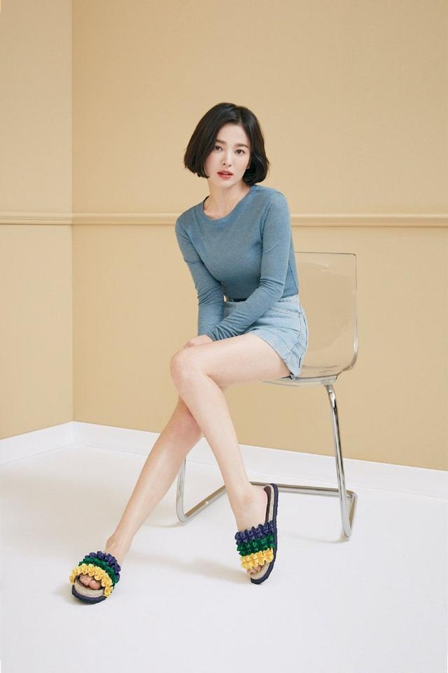 """Phớt lờ tin đồn ly hôn, Song Hye Kyo """"đốn tim"""" cư dân mạng với loạt ảnh đẹp lung linh - 9"""