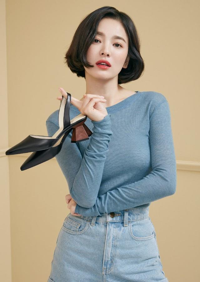 """Phớt lờ tin đồn ly hôn, Song Hye Kyo """"đốn tim"""" cư dân mạng với loạt ảnh đẹp lung linh - 3"""