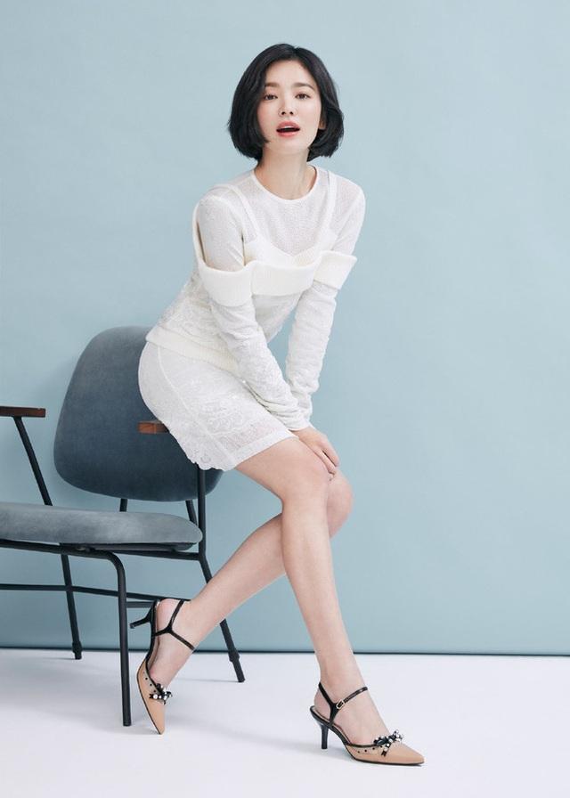 """Phớt lờ tin đồn ly hôn, Song Hye Kyo """"đốn tim"""" cư dân mạng với loạt ảnh đẹp lung linh - 6"""