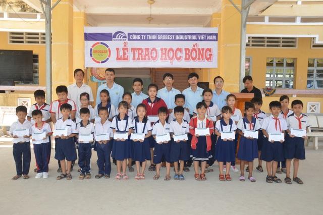 Trao 400 suất học bổng Grobest đến học sinh nghèo tỉnh Sóc Trăng - 7
