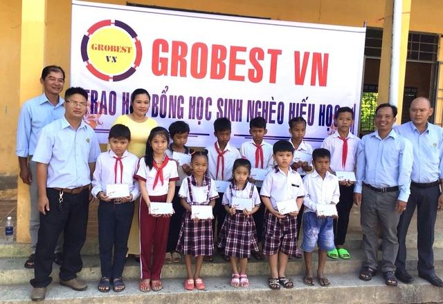 Trao 400 suất học bổng Grobest đến học sinh nghèo tỉnh Sóc Trăng - 1