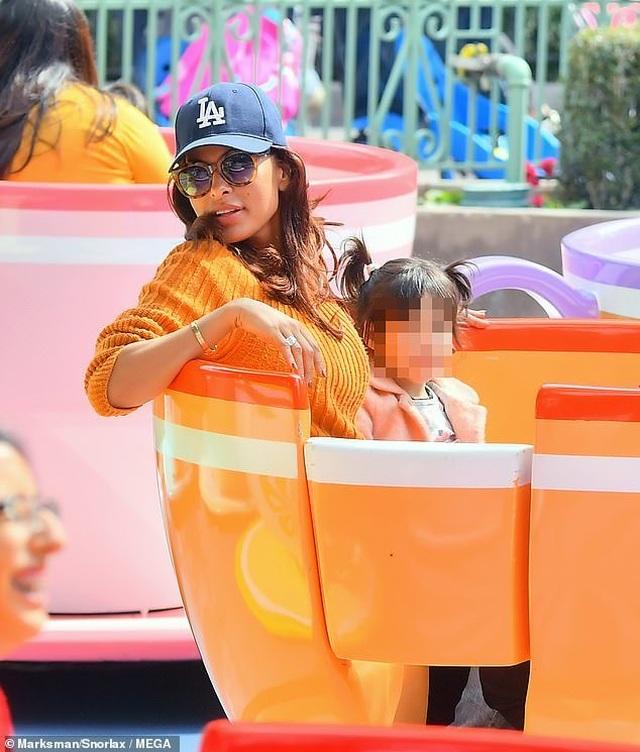 Hình ảnh hiếm hoi của tài tử La La Land và bạn gái hơn 6 tuổi - 8