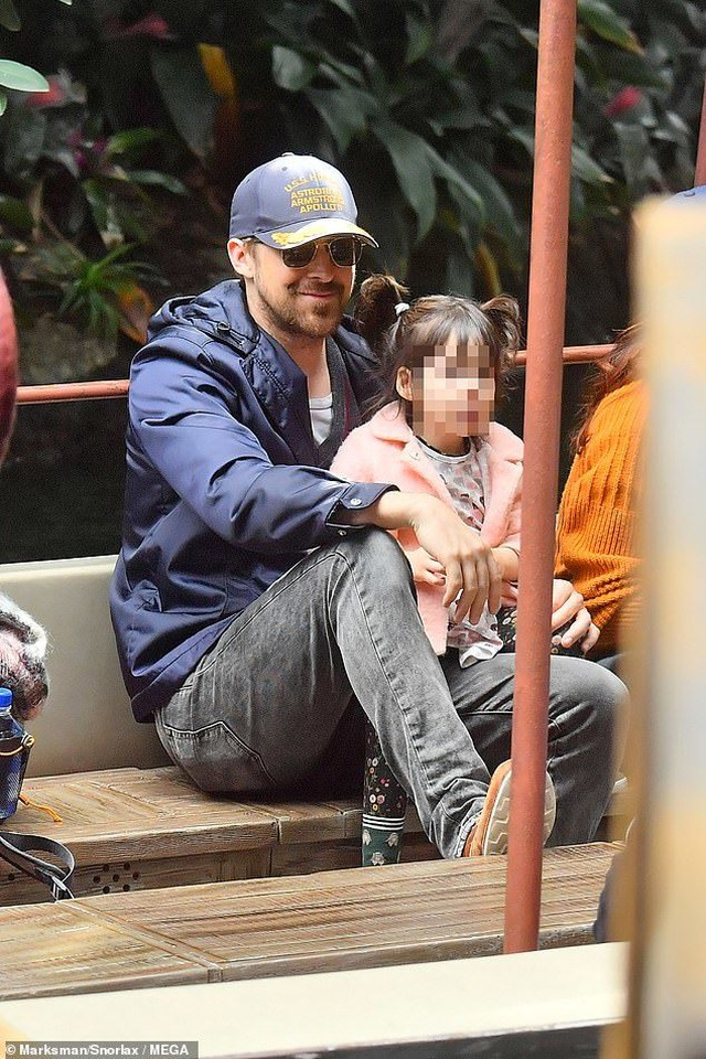 Hình ảnh hiếm hoi của tài tử La La Land và bạn gái hơn 6 tuổi - 6