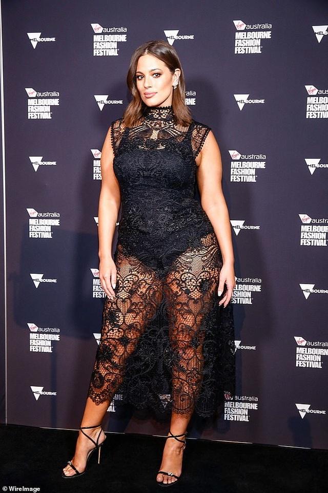 Siêu mẫu Ashley Graham nóng bỏng với váy xuyên thấu - 2