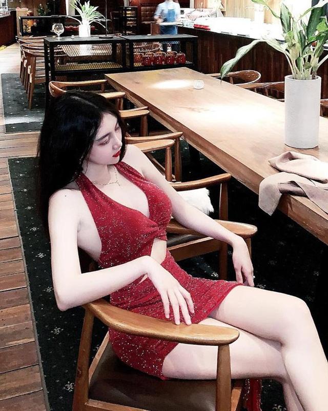 Cô em út họ Hồ ngày càng xinh đẹp, cuốn hút - 16