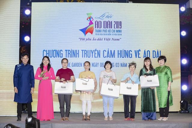 H'Hen Niê truyền cảm hứng áo dài với chiếc áo dài thổ cẩm trắng - 7