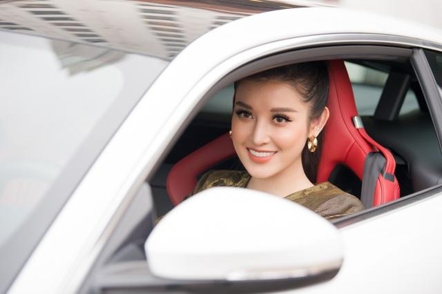 Sau khi đổi nhà mới, Á hậu Huyền My tiếp tục tậu siêu xe 6 tỷ đồng - 6