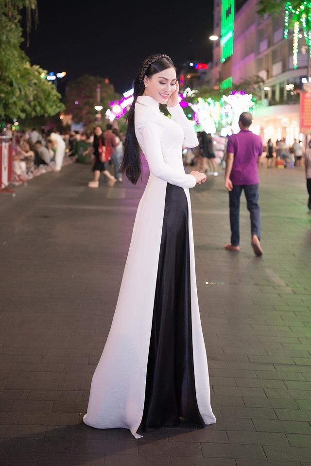 Nữ hoàng Trần Huyền Nhung với tình yêu lớn dành cho áo dài truyền thống Việt Nam. - 2