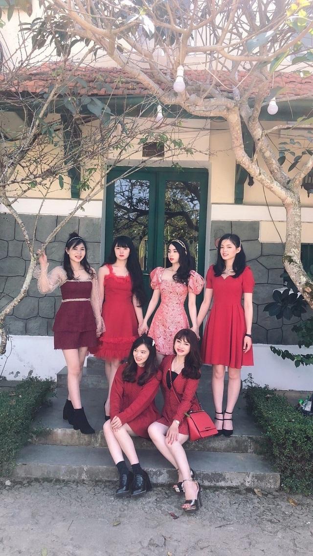 Nhà có 6 chị em gái xinh đẹp giống nhau gây sốt mạng - 2