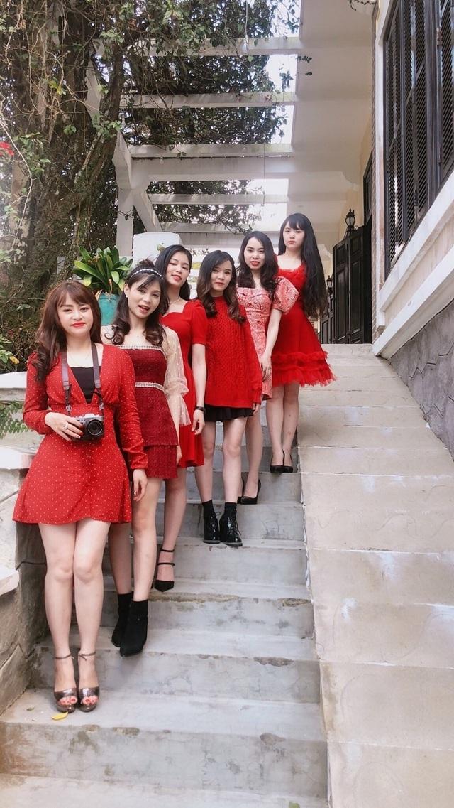 Nhà có 6 chị em gái xinh đẹp giống nhau gây sốt mạng - 4