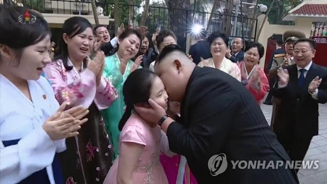 Triều Tiên chiếu bộ phim đặc biệt dài 78 phút về chuyến thăm Việt Nam của ông Kim Jong-un - 4