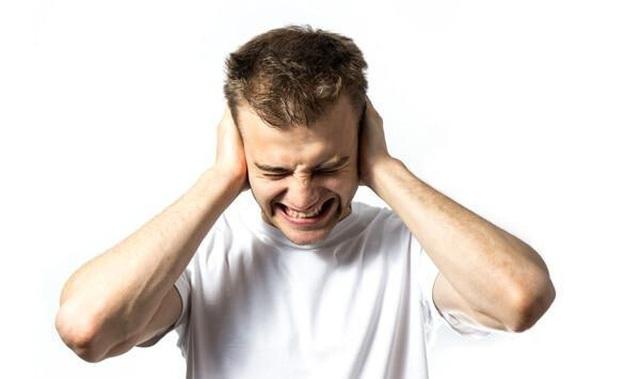 Ù tai về đêm là bị bệnh gì? Điều trị bằng cách nào? - 1