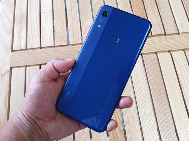 Đập hộp Honor 8A - smartphone dưới 3 triệu có màn hình giọt nước - 5