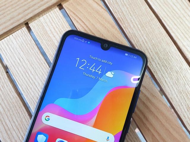 Đập hộp Honor 8A - smartphone dưới 3 triệu có màn hình giọt nước - 3
