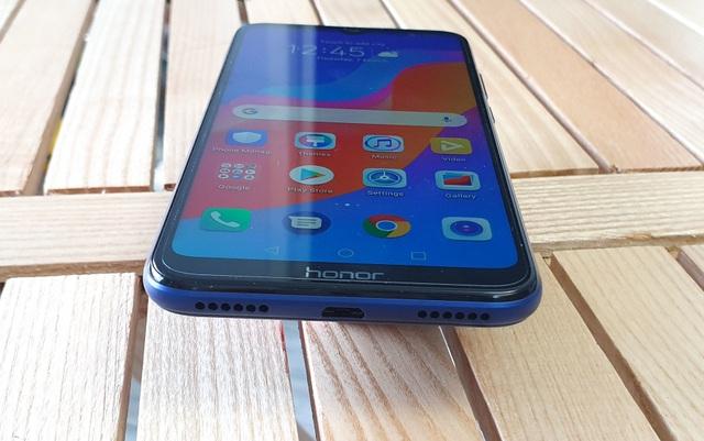 Đập hộp Honor 8A - smartphone dưới 3 triệu có màn hình giọt nước - 9