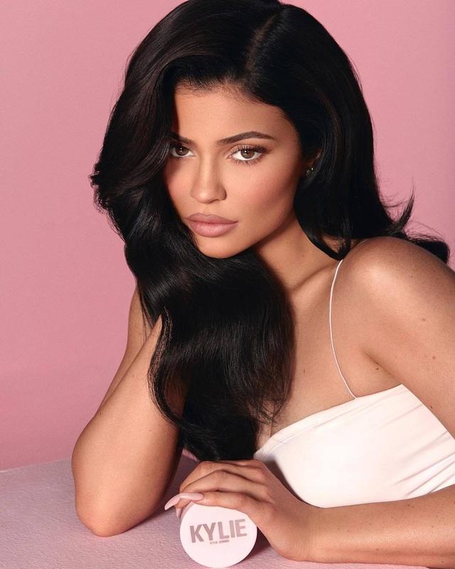 Kylie: Cô em út giàu có và thành đạt nhất gia đình Kardashian - Jenner - 2