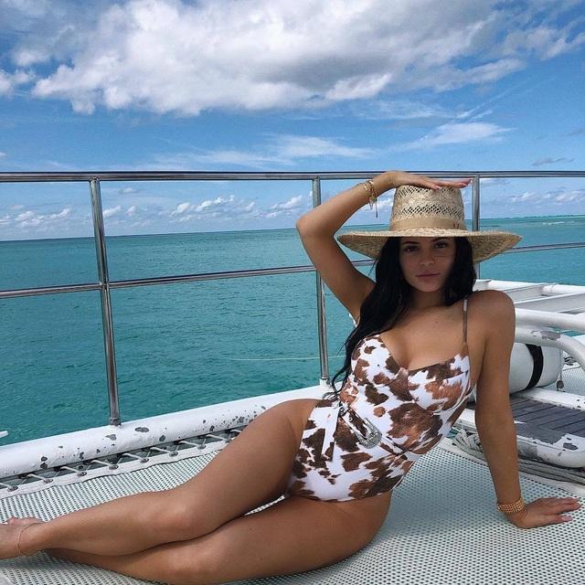 Kylie: Cô em út giàu có và thành đạt nhất gia đình Kardashian - Jenner - 1
